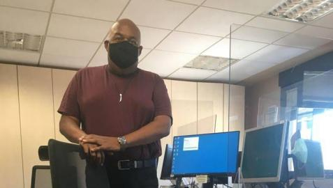 Damián, en su vuelta al trabajo, en comisaría