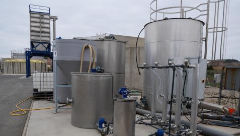 Planta piloto construida en la depuradora de Tudela para el programa de investigación Poctefa Outbiotics, sobre la detección y eliminación de antibióticos en el agua.