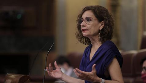 La ministra María Jesús Montero, en la sesión plenaria en el Congreso de los Diputados