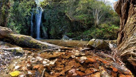 Cascadas de Putzubeltz en otoño