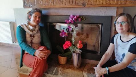 Elena y Leire Iriarte Cerdán, impulsoras de la experiencia de 'coliving', en El Torreón de la Bruna