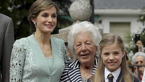 La reina Letizia y su abuela Menchu Álvarez del Valle, en la comunión de la infanta Sofía