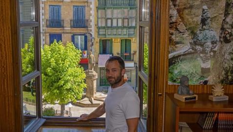 El alcalde de Estella, Koldo Leoz, en su despacho del Ayuntamiento