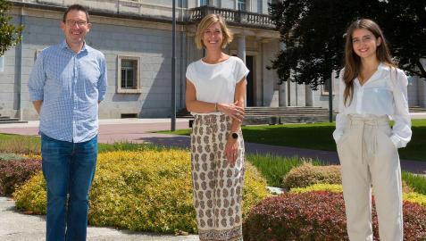 Mark Gibson; Rebeca Ballesta (Asociación Eunate) y Miriam Huárriz, graduada el Filología y Periodismo y colaboradora del laboratorio