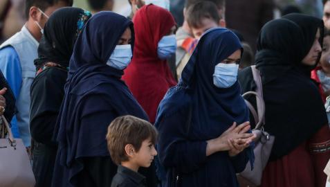 Un grupo de mujeres afganas con el velo islámico