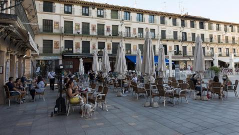 Terrazas en la plaza de los Fueros de Tudela