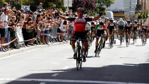 Raúl Rota celebra la victoria en Alsasua, donde Lizarte ha dominado en los últimos años