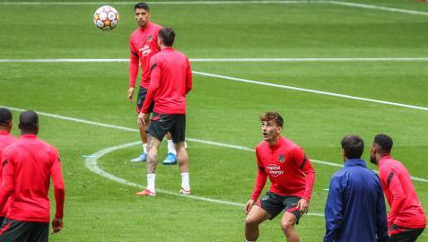 Los futbolistas del Atlético de Madrid en el entrenamiento previo a su debut en Champions
