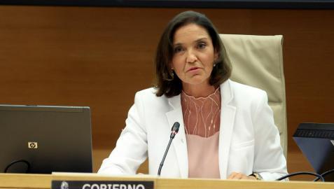 La ministra de Industria, Comercio y Turismo, Reyes Maroto, durante la comparecencia ante la Comisión de Industria, Comercio y Turismo del Congreso