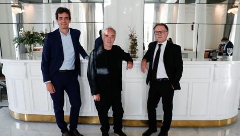 Iñigo Ruiz Aquerreta, Ferrán Adrià y José Larraza, ayer en San Sebastián