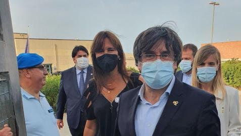 El expresidente de la Generalitat Carles Puigdemont sale de la prisión de Bacali, en Sàsser (Italia)