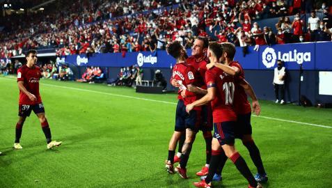 Los jugadores celebran el gol de Kike García ante el Betis