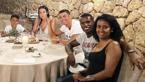 Imagen publicada por Cristiano Ronaldo junto a su familia, José Semedo y su mujer Soraia