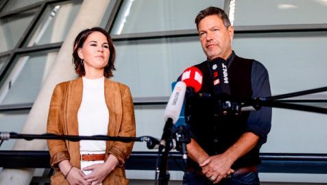 La copresidenta del Partido Verde alemán (Die Gruenen), Annalena Baerbock, y el copresidente, Robert Habeck, en una conferencia de prensa en Berlín