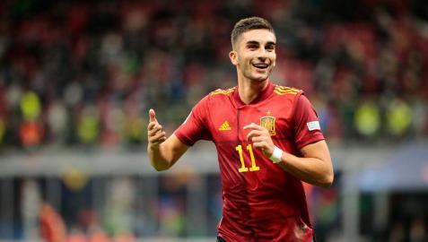 Ferrán Torres celebra uno de sus dos goles que dieron el triunfo de España ante Italia que y el pase a la final de la Liga de Naciones
