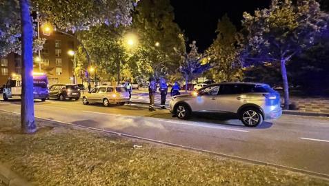 El conductor chocó con su vehículo contra un coche estacionado en el barrio de La Milagrosa