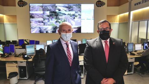El vicelendekari Erkoreka y el vicepresidente Remírez, durante la visita al centro de control de tráfico