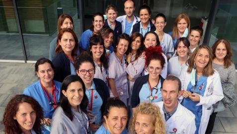 Parte del equipo de la Unidad de Atención Paliativa de San Juan de Dios de Pamplona, el miércoles pasado en la entrada del hospital