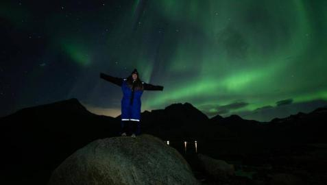 Ane Cayetano Aramendía disfrutando de una aurora boreal en Tromsø, una ciudad al norte de Noruega.