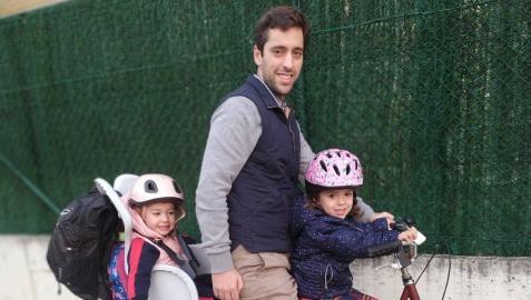 Juan Alacid disponía de dos silletas para desplazarse con sus hijas