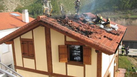 Los descuidos y las chimeneas causan la mitad de los incendios en las viviendas