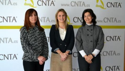 Yolanda Quintana Serrano (CEACCU), Sandra Aguirre Sainz (CNTA) y la abogada Pilar Velázquez González. MARI PAZ GENER