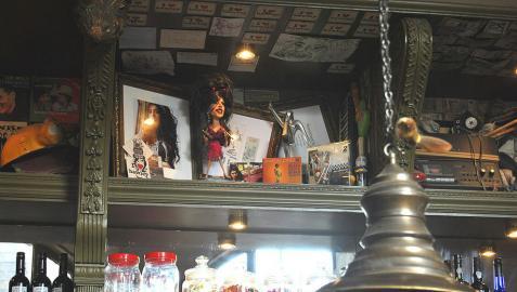 Candem Town recuerda a Amy Winehouse un año después