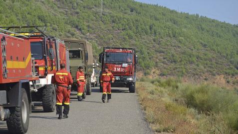 Un incendio en Cáceres obliga a desalojar a trescientos campistas