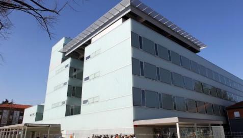 El nuevo edificio de urgencias ubicado en el recinto del Complejo Hospitalario de Navarra. J.C. CORDOVILLA