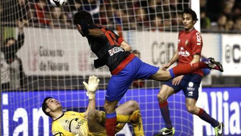 Diego Costa marca el segundo tras rematar un saque de falta