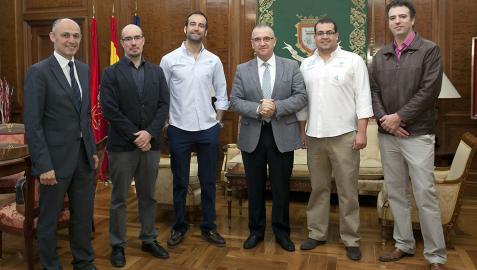 Pamplona recibe la visita de dos geógrafos del proyecto 'Mi Ciudad Inteligente'