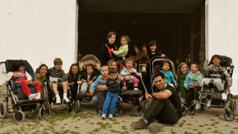 Visita de los pequeños de Aspace a la granja escuela Gure Sustraiak de Ollo