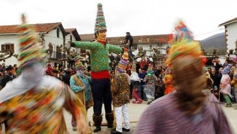 El carnaval toma las calles de Lantz