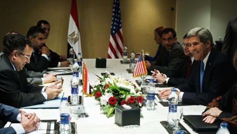 Kerry visita Egipto, la primera de un alto cargo de EE UU tras caer Mursi