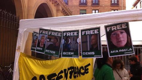 Una cárcel simbólica invita en Pamplona a apoyar a Greenpeace