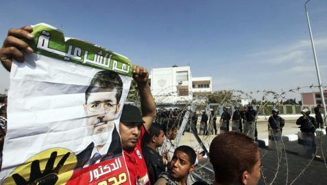 Mursi es trasladado a la cárcel y su juicio, aplazado hasta el 8 de enero