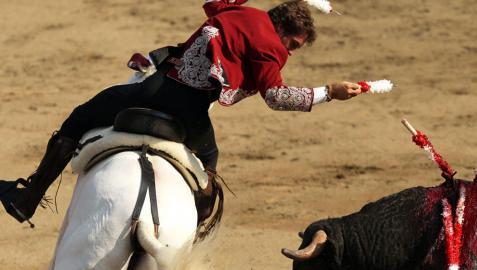 Oreja para Hermoso de Mendoza en la plaza de toros limeña de Acho