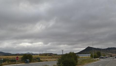 Suben las temperaturas en una jornada de cielos cubiertos y lluvias