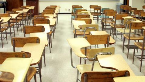 La mitad de los hijos de hogares más pobres dejan los estudios