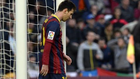 Messi, cabizbajo durante su partido ante el Valencia
