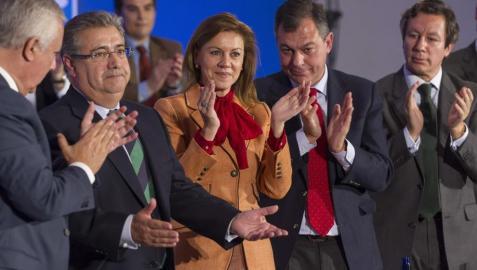 El pulso entre Cospedal y Arenas deja en el aire el nombre del candidato andaluz