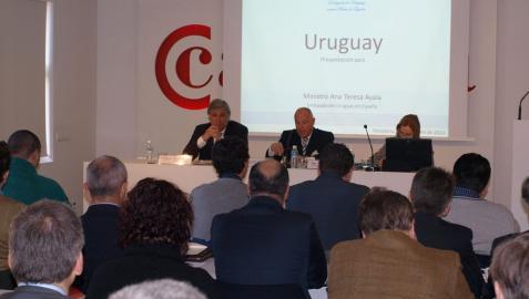 Más de 40 personas asisten a una jornada sobre oportunidades comerciales en Uruguay