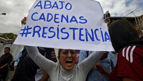 Continúa la tensión en Venezuela, pero baja la violencia de las protestas