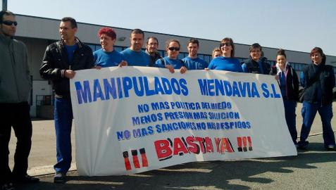 Concentración en Manipulados Mendavia contra la 'presión y acoso' de la empresa