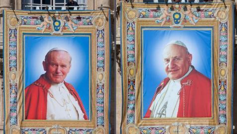 Varios jefes de Estado se suman a los fieles en la doble canonización papal