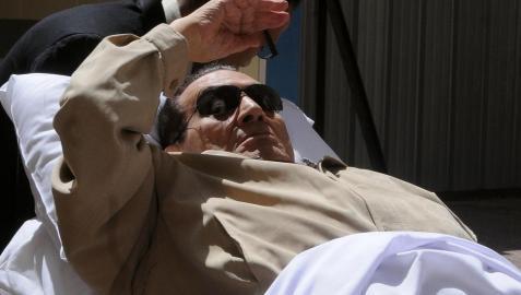 Trasladan a Mubarak en helicóptero para su ingreso en la cárcel