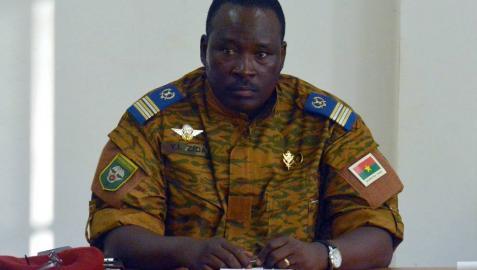 El Ejército de Burkina Faso promete elecciones tras las protestas