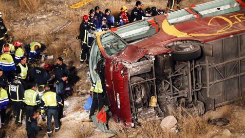 Doce muertos y 38 heridos en un accidente de autobús en Murcia