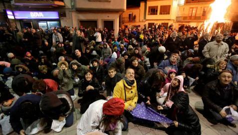 'Tormenta' de nueces en Fustiñana por la Virgen de la Paz