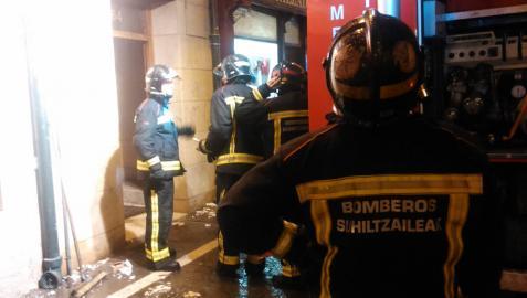 Una mujer intoxicada por inhalación de humo en un incendio en Pamplona